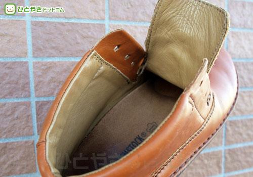 酸素系漂白剤をかけた革靴の内側