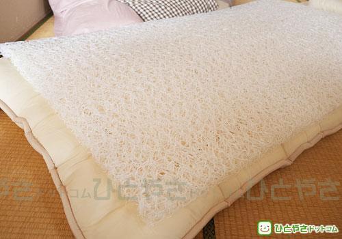 上がブレスエアー、下が綿の敷布団